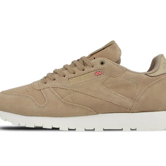0192a0a9da63a Reebok Classic Leather Beige Suede Traine